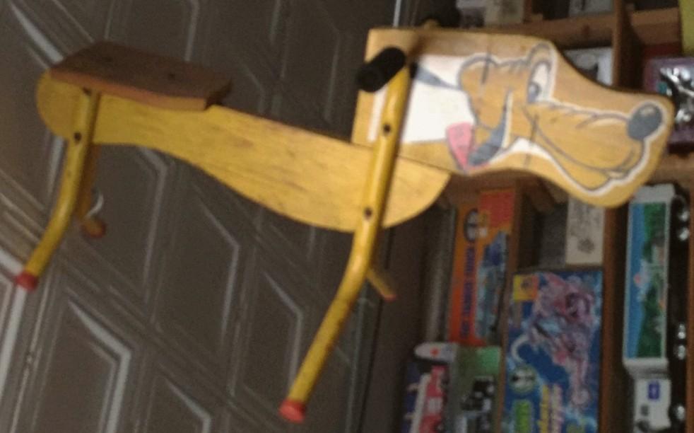 wood-metal-Pluto