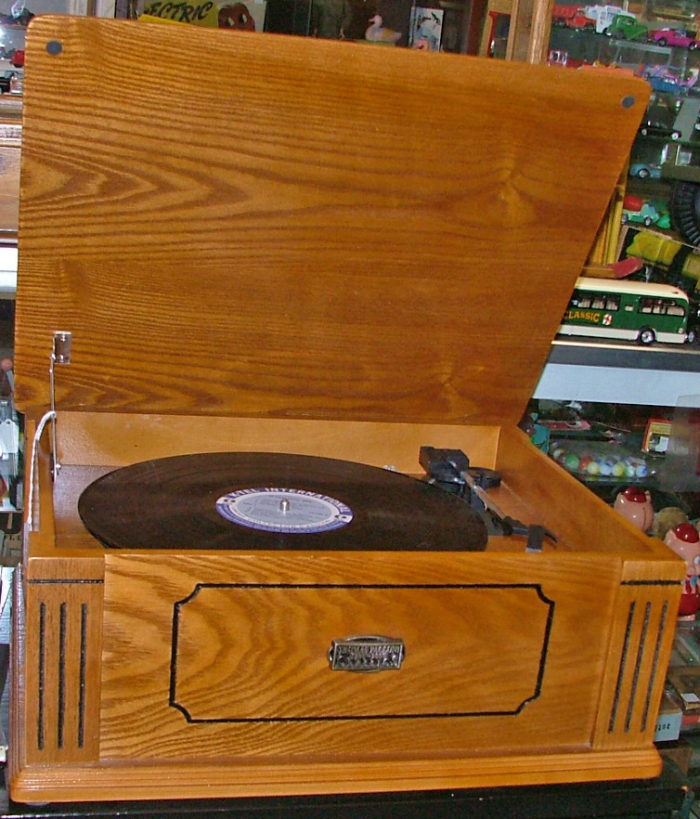 Beautiful oak Thomas Pacconi Classic Record Player at Bahoukas