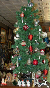 Decorated tree at Bahoukas in Havre de Grace