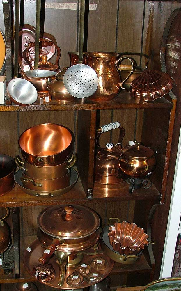Copper kitchenware pieces at Bahoukas