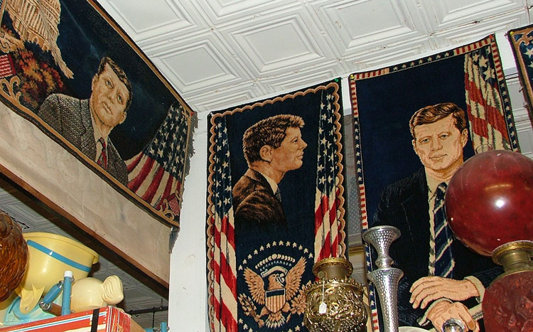 Tapestries with John F Kennedy profiles on them
