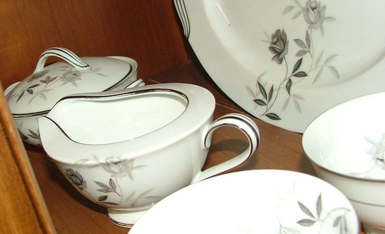 Noritake Rosamor sugar and creamer