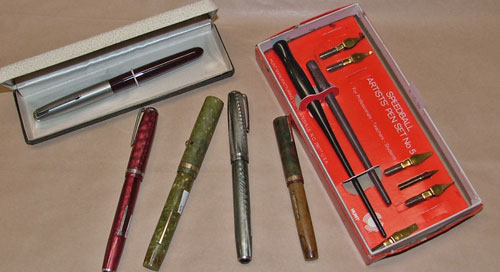 Fountain pens and artist's pen set