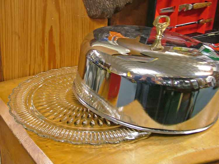 Beautiful covered cake dish - Bahoukas Antiques