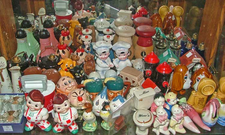 Start your salt & pepper collection by checking out OUR collections at Bahoukas Antique Mall.