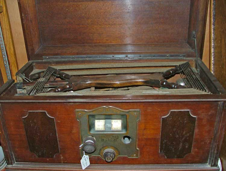1920s radio - for the collector - at Bahoukas in Havre de Grace, MD