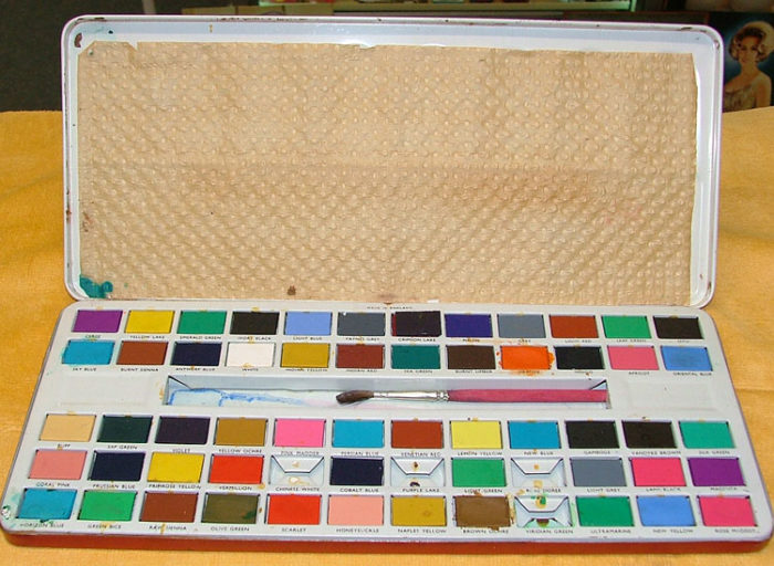 inside watercolor paint set