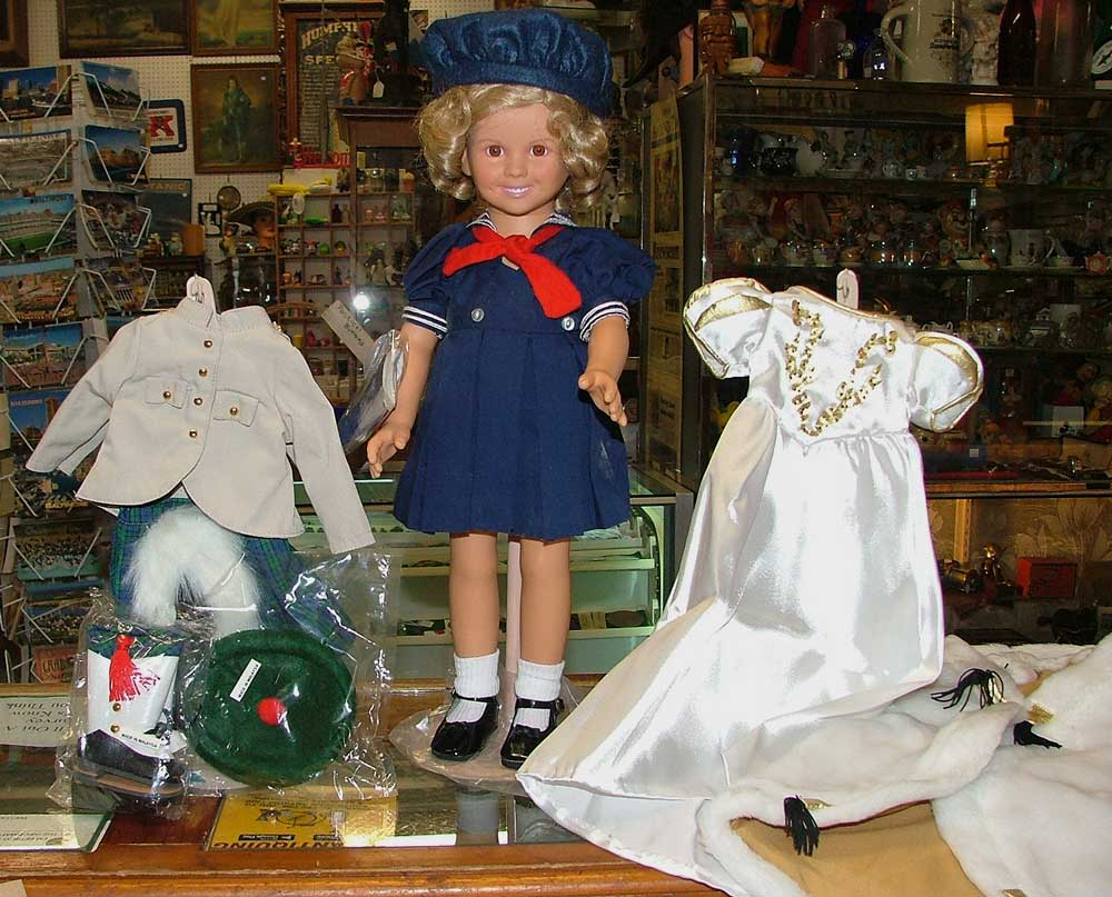 Beautiful Shirley Temple Doll by Danbury Mint + 6 outfist ... all at Bahoukas in Havre de Grace