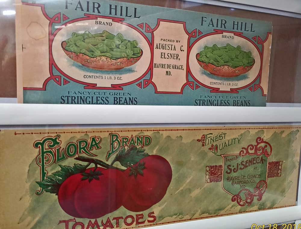 beautiful art can be found in old canning labels from Bahoukas