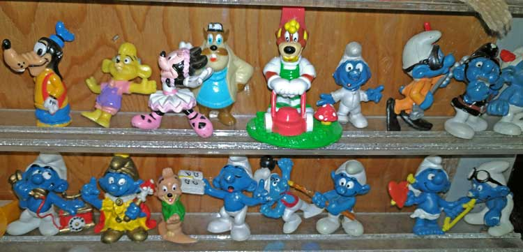 Tiny Smurf characters - a great way for youngsters to begin collecting. Bahoukas iin Havre de Grace