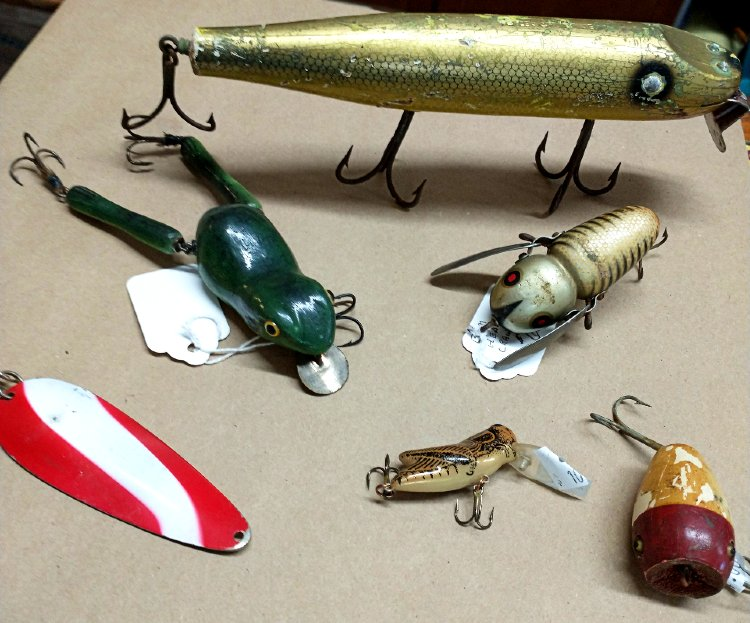 fishing lures - some Heddon - at Bahoukas